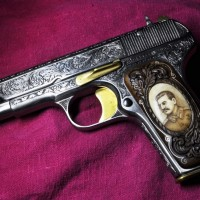 пистолет ТТ со Сталиным