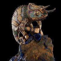 Хамелеон из серебра на азурите