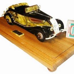 Автомобиль BMW из янтаря