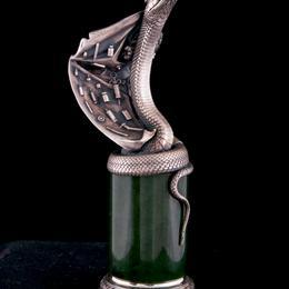 Змея из серебра на нефрите