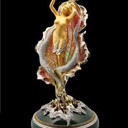 Современное ювелирное искусство в духе Фабереже в качестве эксклюзивного подарка на Новый год