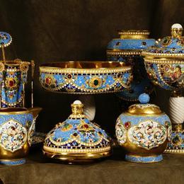 Набор посуды с драгоценными камнями и живописной эмалью