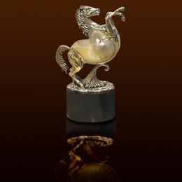 Конь с перламутровой раковиной Nautilus