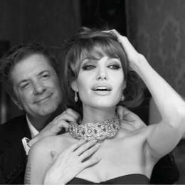 Гонконг распродает украшения Анджелины Джоли!