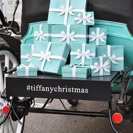 Праздничная рождественская карета Tiffany пересекает Лондон – от Бонд-Стрит к Хэрродс