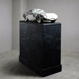 Точная копия Ferrari 250 GTO, изготовленная из мрамора, – идеальное украшение для вашего особняка