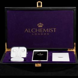 iPhone на миллион из чистого золота, украшенный бриллиантами на 100 карат