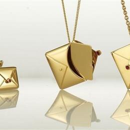 Ювелирный романтизм: любовные письма от Inscribed Jewelry