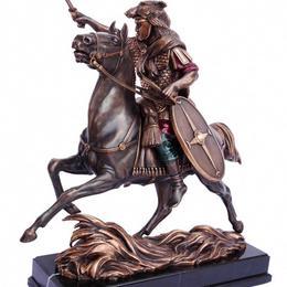 Скульптура римский воин на коне