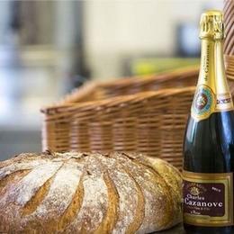 Шампанское и 24-каратное золото: самый дорогой хлеб в Великобритании