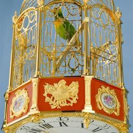 Часы с музыкальной птичкой