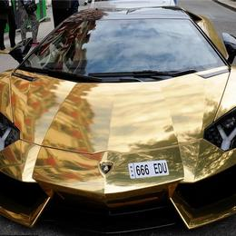 Золотой Lamborghini Aventador за $6 млн ослепляет парижан