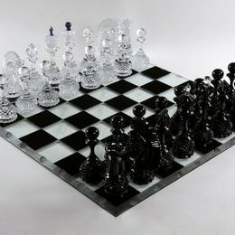 Шахматы из хрусталя