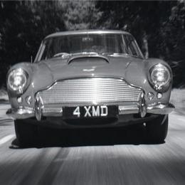 Альбом коллекционных автомобилей от Aston Martin, выпущенный ограниченным тиражом