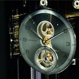 Buben&Zorweig представляют Grande Infinity - часы с маятником, совмещенные с модулем