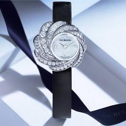 Перламутр и бриллианты: особенные часы от De Beers