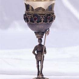 Кубок с фигуркой «Стражник» (медь)