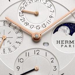 Hermes представил модель Slim D'Hermes, оснащенную вечным календарем