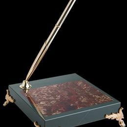 Подставка из яшмы с ручкой