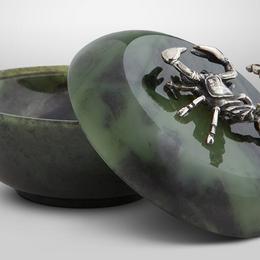 "Шкатулка ""Скорпион"" (зелёный нефрит, серебро)"