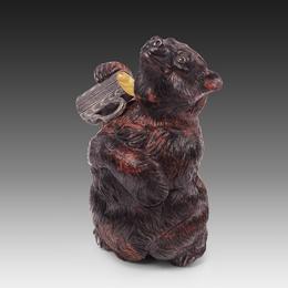 Медведь с кружкой мёда
