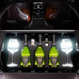 Aston Martin Milano Rapide S: винный погреб в багажнике