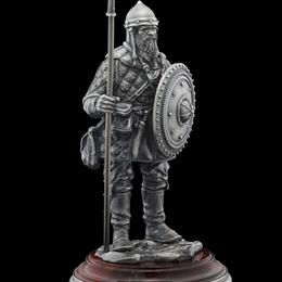 Воин с копьем (серебро, яшма)