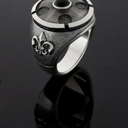 Перстень Флер де лис
