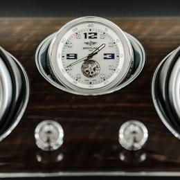 Bentley Bentayaga дополнен часами, по стоимости равными автомобилю