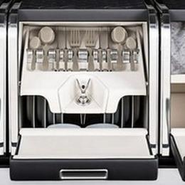 Уникальная корзина от Mulliner превращает Bentley Bentayga в идеальную машину для пикника