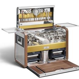 Почувствуйте себя барменом: набор для коктейлей от Rolls Royce