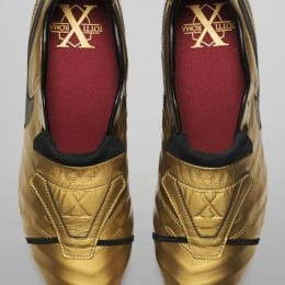 Nike представили бутсы Tiempo Totti X Roma ограниченного издания
