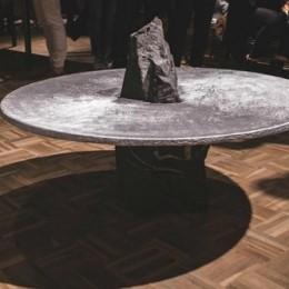 Лунный стол – интересное дополнение к Вашему дому