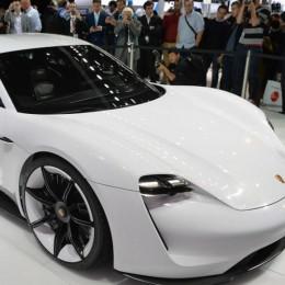 Porsche Mission E появится в 2019 году и заставит Tesla поволноваться