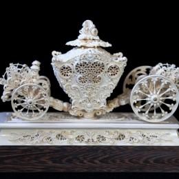Королевская карета из бивня мамонта