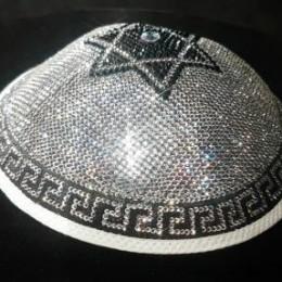 Самая дорогая в мире ермолка с кристаллами Сваровски и бриллиантом