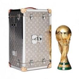Официальный чемодан Louis Vuitton для кубка Чемпионата мира по футболу 2018