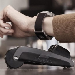 Montblanc выпустил новую версию своего e-Strap с улучшенным дизайном и бесконтактной оплатой