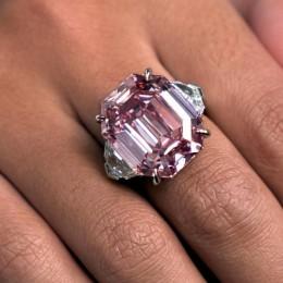 Розовый бриллиант в 19 карат за 50 миллионов долларов