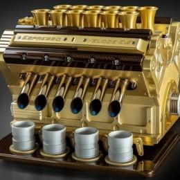 Алюминий, углеродное волокно и бриллианты – это воистину царица всех кофе-машин