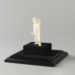 Скульптура из бивня мамонта Рыбак со спиннингом