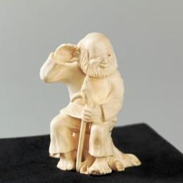 Скульптура из бивня мамонта Старик