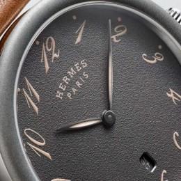 Hermés отметил 40 лет коллекции часов Arceau просто и стильно