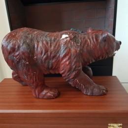 Медведь из красной яшмы (15 кг, L=45 см)