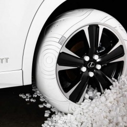Lexus объединился с Джоном Эллиотом, для создания шины на основе кроссовок Nike Air Force