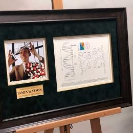 Автограф первооткрывателя ДНК Джеймса Уотсона