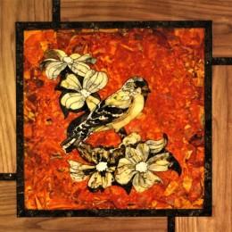Панно из янтаря Птица на ветке