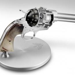Револьвер-будильник от группы анонимных ценителей искусства
