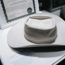 Автограф на шляпе Элвиса Пресли