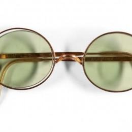 Бывший шофер Beatles продал культовые круглые очки Леннона за 183 000 $